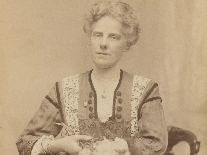 Anna Jarvis (Smithsonian) The inventor of Mother's Day | Life 360 Tips