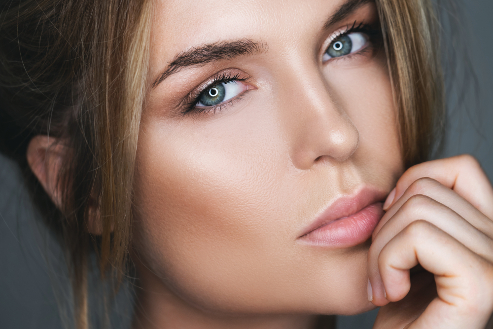 Natural-looking makeup | 10 Surprising Items That Make Women More Attractive To Men | Life360 Tips